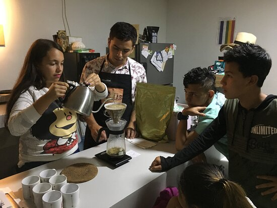 Sevilla, Colômbia: Our children learn while enjoy the process, one cup at the time.