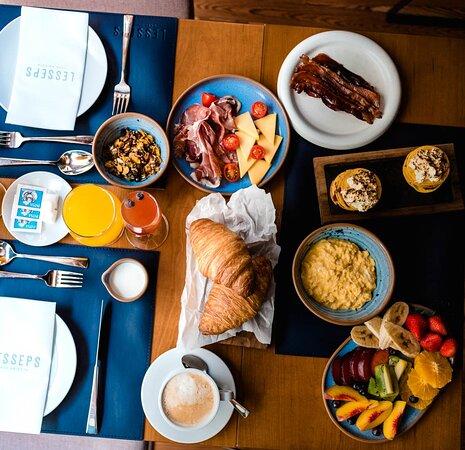 Tus mañanas de domingo se merecen lo mejor. Vení a disfrutarlas y desayuna en LESSEPS Casa Abierta.