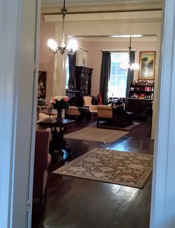 Parlor off the lobby with complementary drinks & snack