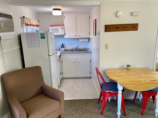 Cabin #4 dining and kitchen