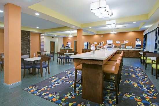 Great Room and Guest Breakfast Dining Lounge
