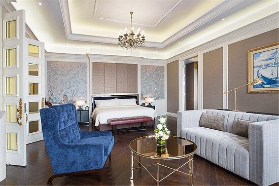 Presient suite bedroom