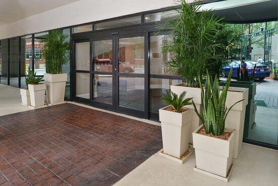 Entrance Holiday Inn Charlotte Center City