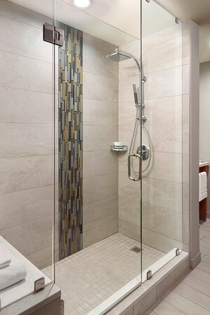 Executive Corner Suite Bathroom