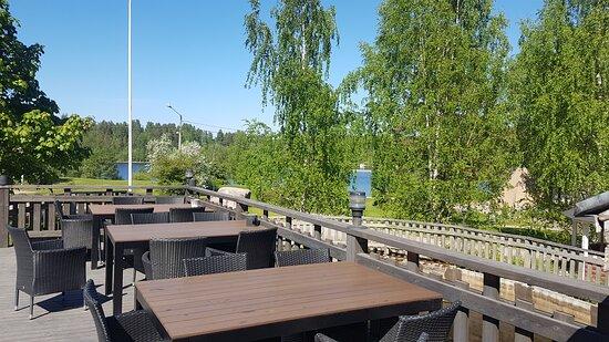 Laukaa, Finlândia: Navettaravintolan terassilta on näkymät Kuusaankoskelle