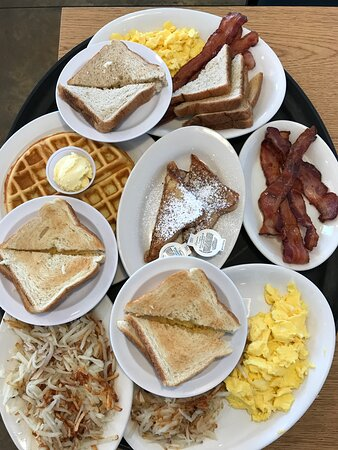 Eureka, IL: Breakfast for a crowd