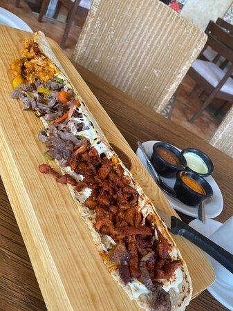 Es hora de comer y de probar los deliciosos machetes que están deliciosos. De qué sabor lo quieres??? Los esperamos!!! 😋 Marina Park Plaza