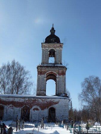 Стройняша-колокольня храма