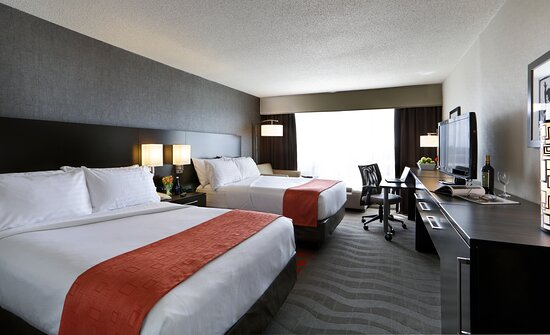 Rooms two beds are great for families when booking Kids Eat Free!