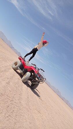 Индивидуальная поездка на квадроциклах на 25км в пустыню