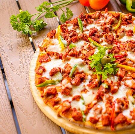 The Classical Tandoori Chicken Pizza.