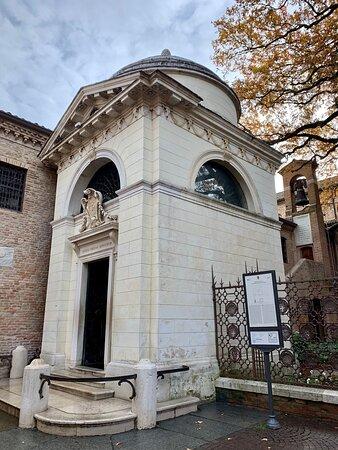 """Voglio anche io ricordare il Sommo Poeta oggi che è """"Dantedì"""". Questo è il luogo dove riposano le sue spoglie a Ravenna. Nov  2019"""
