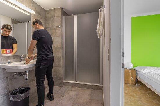 chambre double avec WC/douche