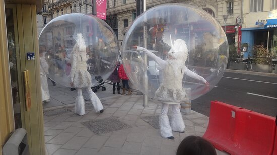 Marseille, France: Шарики на улицах Марселя!