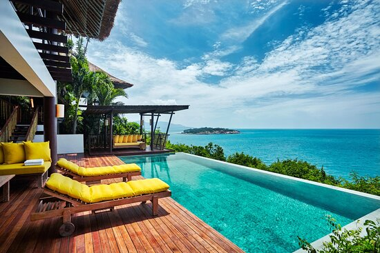Absolute oceanfront living with wonderful ocean views