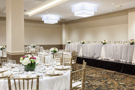 Elegant Dining for Weddings and other Celebrations