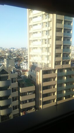 ビューバスの窓からは向かいのマンションとお見合い状態に(-_-;)
