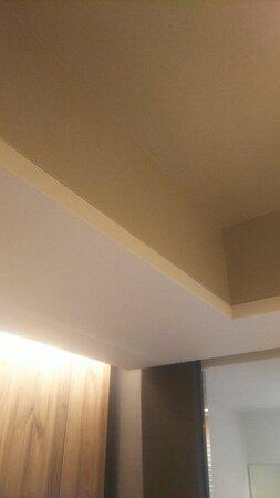 客室内には梁があり圧迫感あり。