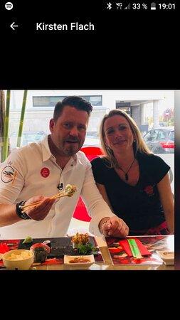 Mike Süsser geniesst unser Sushi