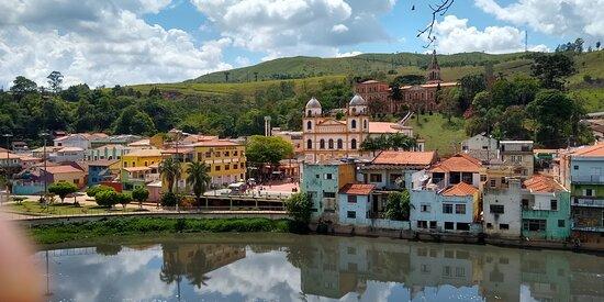 fachada vista do outro lado do rio Tietê