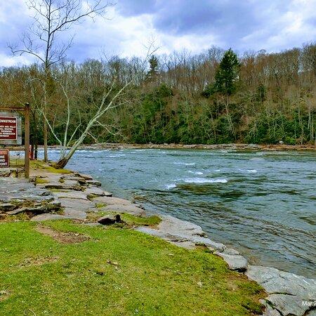 Ohiopyle, PA: River above falls
