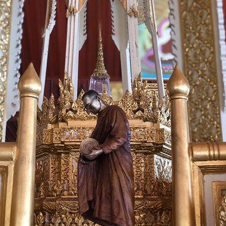 Khamcha-i, Thailand: นมัสการ พระบรมสารีริกธาตุและอัฐิธาติองค์หลวงปู่จาม มหาปุญโญ และชมหอคำพิพิธภัณฑ์หลวงปู่จาม มหาปุญโญ