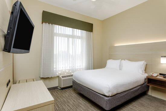 Holiday Inn Express Suite Guest Room