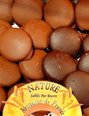 Sablé Nature enrobé de chocolat Noir ou Lait, vous attendent soit en vrac ou en sachet