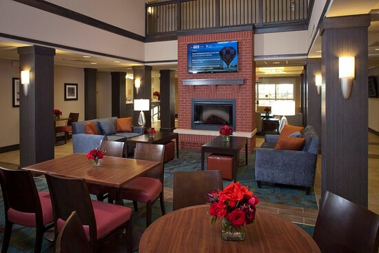 Fort Riley, Κάνσας: Candlewood Suites Hotel Lobby