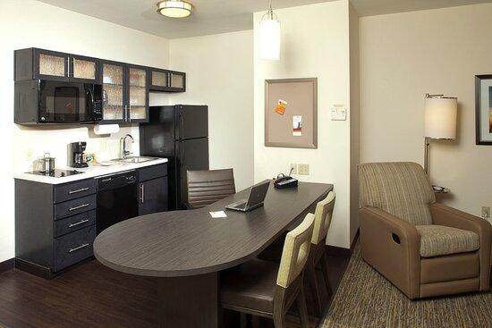 Fort Riley, Κάνσας: Suite Kitchen