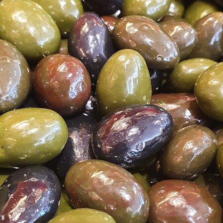 Les Olives de Provence. Délicieuses Amandes enrobées d'un fin chocolat...Le croquant et le fondant dans la même gourmandise!!