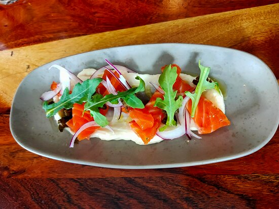 Gin & Dill Cured Salmon, rocket, red onion, fried capers, aioli