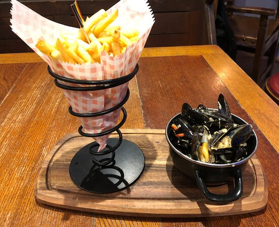 Small moules & Belgian style frites