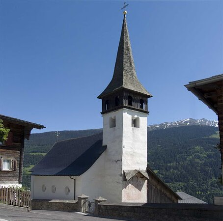 Pfarrkirche St.Georg / Sogn Gieri