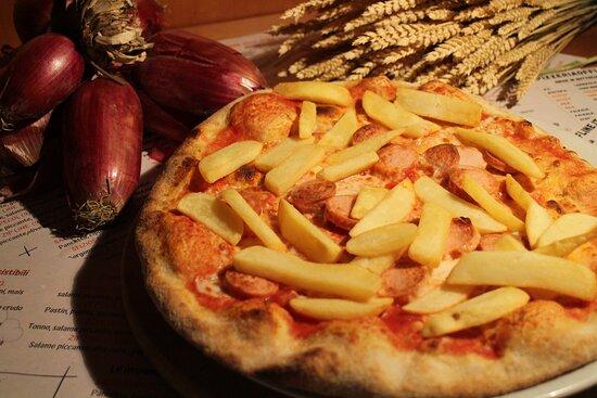 San Tomaso Agordino, Italia: Per i più piccoli, wurstel e patatine