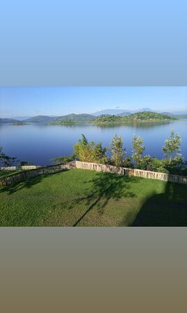 Northern Province, Rwanda: One of the most beautiful sites in Rwanda! At the shore of Ruhondo lake! The Twin Lakes!
