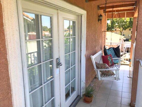 South Gate, Kaliforniya: Apartment Entrance