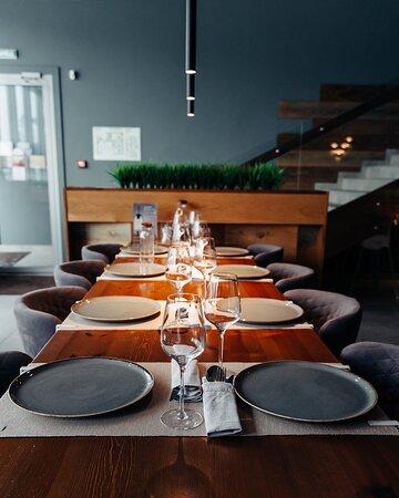 Вы уже представили, как вечером собираетесь за столом всей семьёй, обсуждая прошедший день? 🥂
