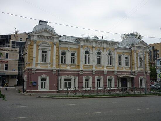 Южный фасад, выходящий на Екатерининскую
