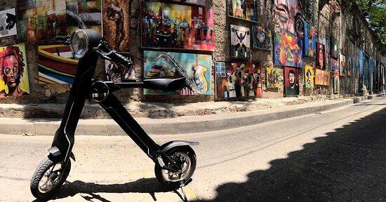 Cartagena 3 hr Bicycle Tour: Tour en bicicleta eléctrica por centro histórico y Getsemaní. Recorre todas las calles y la historia de Cartagena en un ride sin igual con nuestras E-bikes exclusivas de @switchngocol.  Reservas 3016485475.