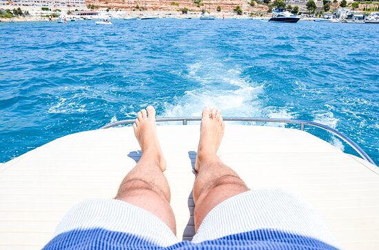 Full Day Motor Yacht in Mallorca from Port Adriano: Chill