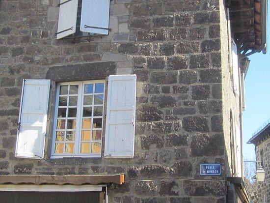 Hôtel des Princes de Monaco. Vue 4. Le Comté de Carladès offert en 1643 par Louis XIII à Honoré II Grimaldi, Prince de Monaco, Changeant du Protectorat Espagnol à Celui Français jusqu'en 1793. Vic Sur Cère 15800.