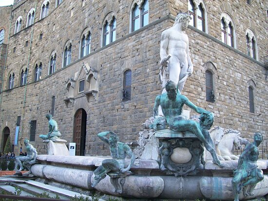 Budget Small-Group Tour of Florence main attractions with local licensed Guide: Fountain of Neptune