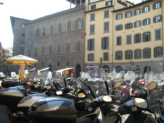 Budget Small-Group Tour of Florence main attractions with local licensed Guide: city