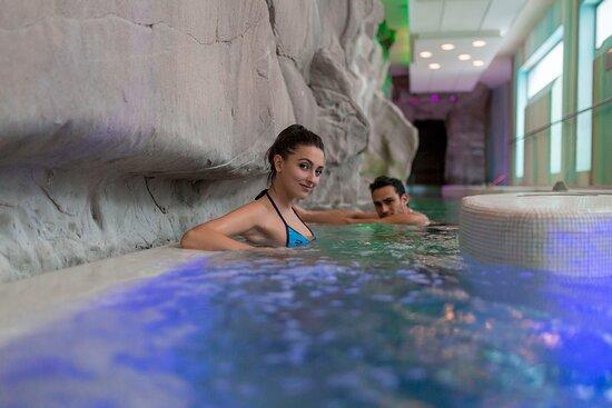 Fiume Grand Canyon a 32°C con camminate controcorrente, idrojet agli arti inferiori, idromassaggi cervicali.