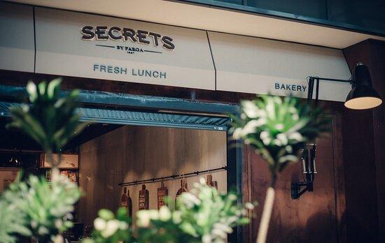SECRETS L'ILLA DIAGONAL. Casual Dinning Café. Fresh, Healthy, Food & More (by Farga)