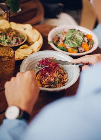 SECRETS L'ILLA DIAGONAL Casual Dinning Café. Fresh, Healthy, Food & More (by Farga)