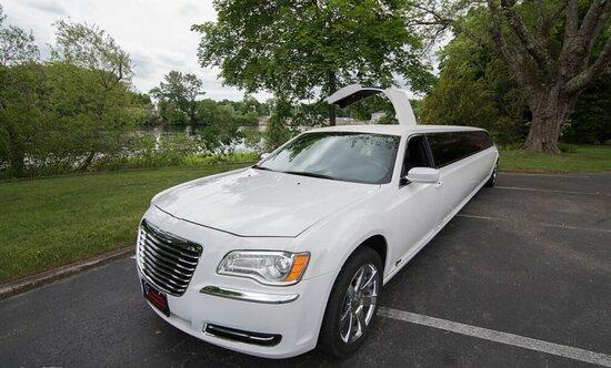 Newport, RI: Chrysler 300 Stretch Limo