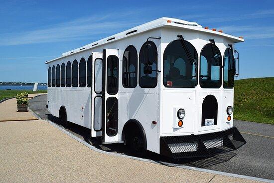 Newport, RI: White Trolley