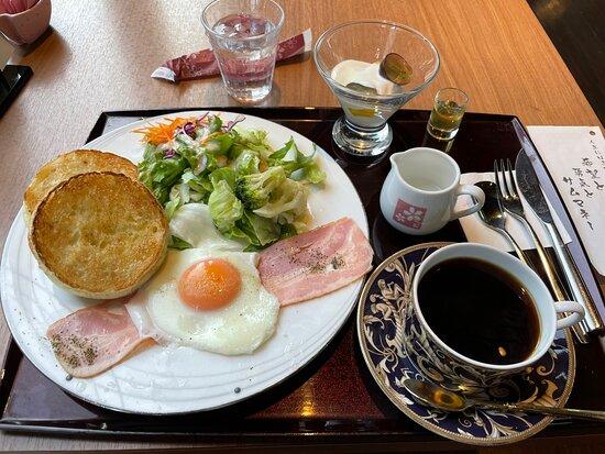 桜を愛でながらいただく朝食は、格別にうまい^ - ^